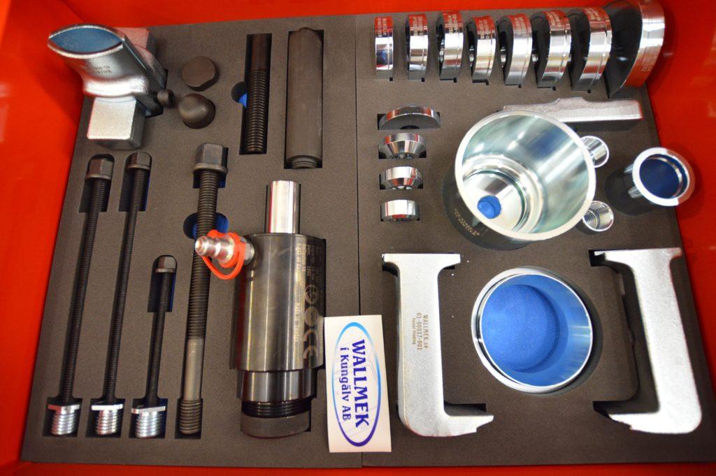 hydraulisylinteri ja vetotangot